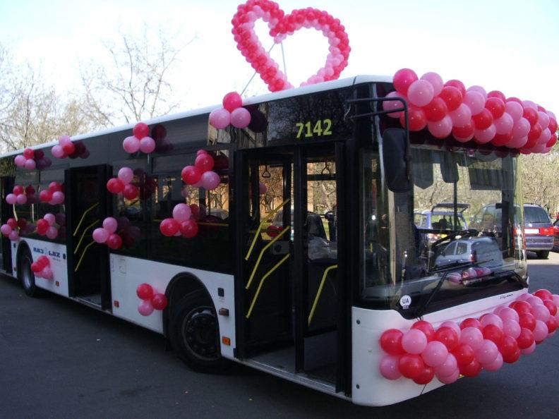 Как и почему стоит арендовать микроавтобус на свадьбу и не только