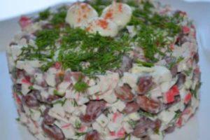 Салат с фасолью и крабовыми палочками — разнообразие на столе