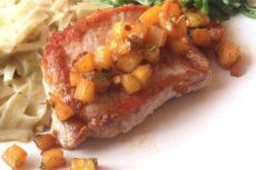 Свинина с ананасами в духовке — экзотика, ставшая классикой