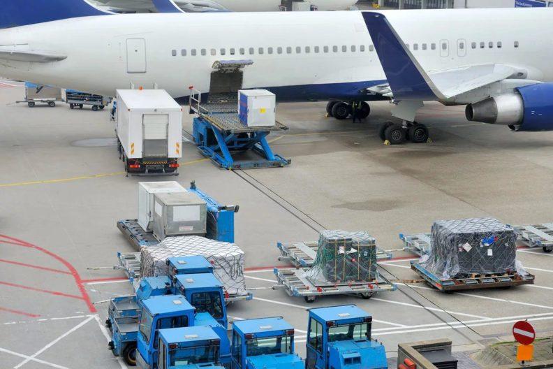 Как выполняются авиа перевозки и как отправить груз самолетом