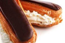 Заварные пирожные со сметанным кремом и шоколадной глазурью