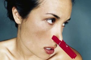 Как отстирать запах пота с одежды