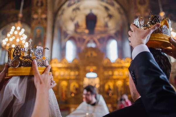 Браки земные и небесные: массовое венчание прошло в Турове