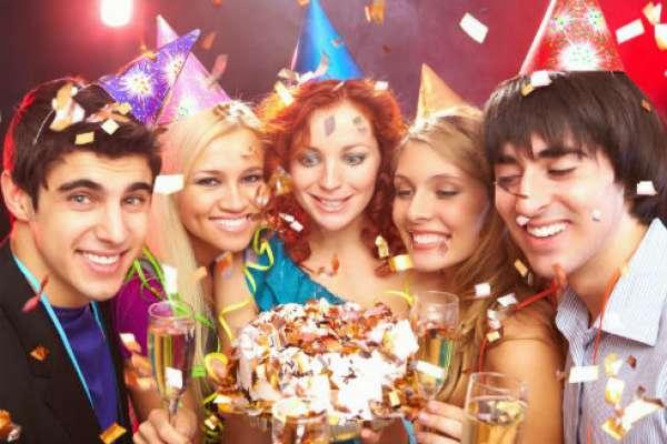 Интересные идеи того, как поздравить подругу с днем рождения