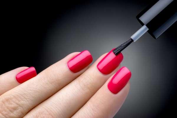 Смотрите, что происходит с организмом, когда вы покрываете ногти лаком… Неожиданная правда!