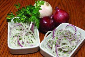 Салат с репчатым луком: быстро, вкусно, полезно