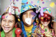Чем и как развлечь гостей на Новый год дома: сценарий, игры, конкурсы и идеи