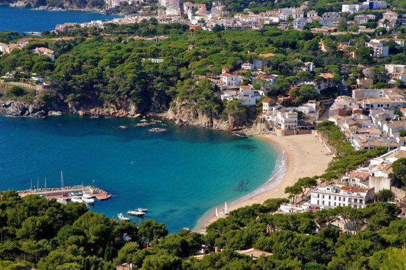 Когда лучше ехать отдыхать в Испанию, чтобы купить недвижимость