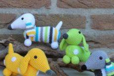 Вязаные таксы: схемы игрушек крючком