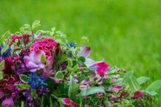 Купить свадебный букет невесты, заказать букет на свадьбу у флориста по низкой цене