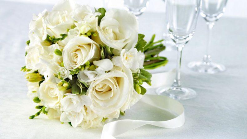 Букеты из белых цветов с доставкой для очаровательных невест