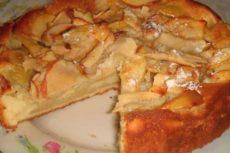 Шарлотка с яблоками. Как приготовить яблочную шарлотку на сметане?