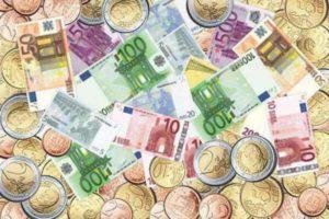 Как вложить деньги в евро? Выгодно ли вкладывать деньги в евро?