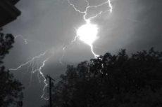 Виды молний: линейные, внутриоблачные, наземные. Разряд молнии. Как образуется шаровая молния
