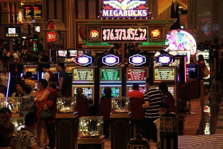 Бесплатные автоматы казино Император