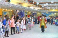 Версия для печати Праздничные гонцы «Роснефти» доставили более 1000 сладких подарков