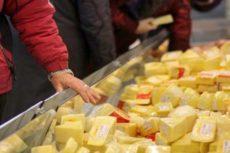 Никогда не покупайте сыр, если увидите ЭТО на упаковке!