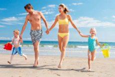 Чем заняться на пляже: 9 интересных идей и игр для всей семьи. Прогулки с детьми