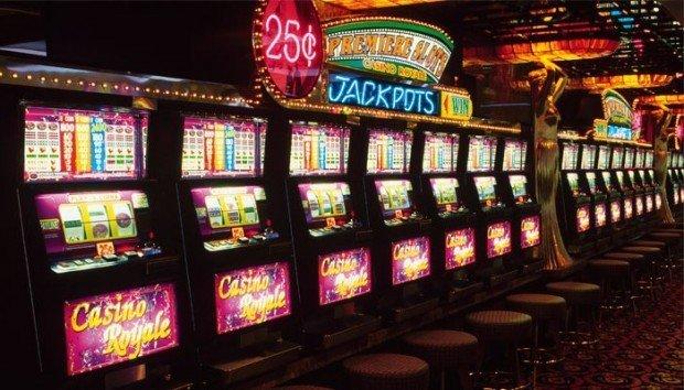 В какие игровые автоматы на деньги играть: реальные или виртуальные?
